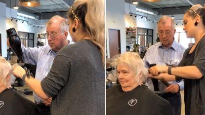 """Theresa kan het zelf niet meer, dus leert haar man hoe hij haar kapsel perfect in de plooi moet leggen: """"Dit is ware liefde"""""""