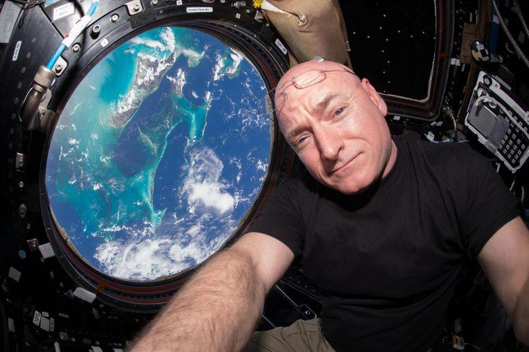 Selfie van Scott Kelly uit het ruimtestation uit 2015.
