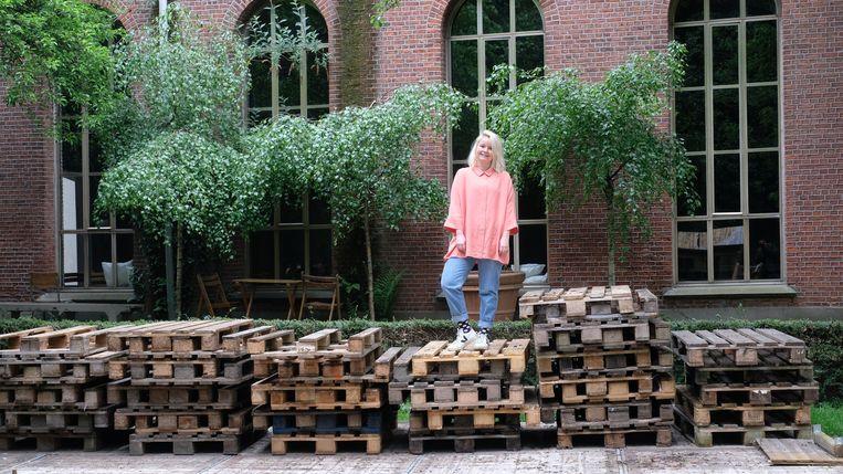 Sanne Van Riel in bar Chapel in Borgerhout.
