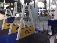 Vanaf nu kun je schommelend je mobieltje opladen op station Den Haag Centraal