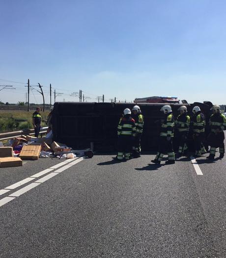 A15 weer vrij na eerder ongeval met gekanteld busje bij Ochten