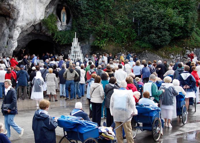 Bisschop Jacques Benoit-Gonin van Beauvais bevestigde vanochtend het mirakel van de genezing van zuster Bernadette Moriau (79) in Lourdes.