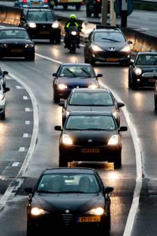Ongeluk met vrachtwagen op A73 veroorzaakt flinke vertraging: rijstrook is vrijgegeven