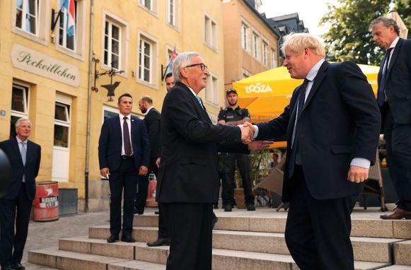 Voorzitter van de Europese Commissie Jean-Claude Juncker en Brits premier Boris Johnson zitten vanmiddag samen in een Luxemburgs restaurant.