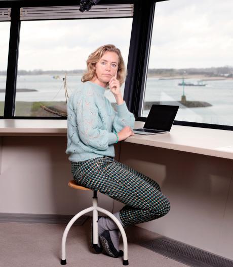Schrijfster Annemarie Haverkamp ontvangt lezers in Telpost Millingen