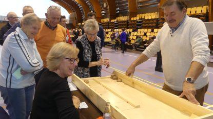 Tweehonderd senioren amuseren zich met volksspelen
