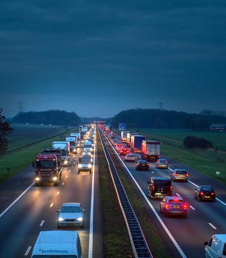 File op A50 bij Arnhem door ongeval