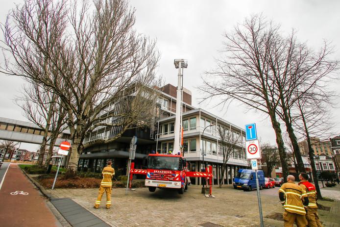 De brandweer rukte uit naar de Spuiboulevard in Dordrecht.