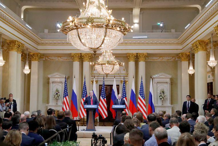 Donald Trump en Vladimir Poetin houden een gezamenlijke persconferentie na hun gesprekken tijdens de Helsinki-top Beeld EPA