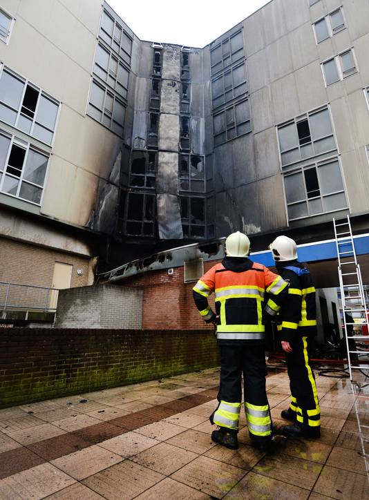 Brandweerlieden bij seniorenflat De Notenhout, vijf jaar geleden.