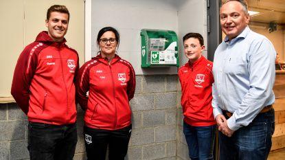 MOL schenkt AED-toestel aan krachtbalclub 't Klaverken