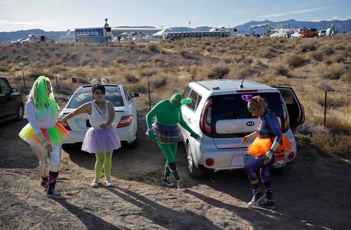 De sfeer rond Area 51 is vooral jolig.