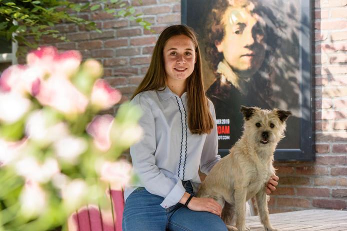 HEEZE - Saar heeft hondje Pien getraind voor de Nachtwacht 360 project,