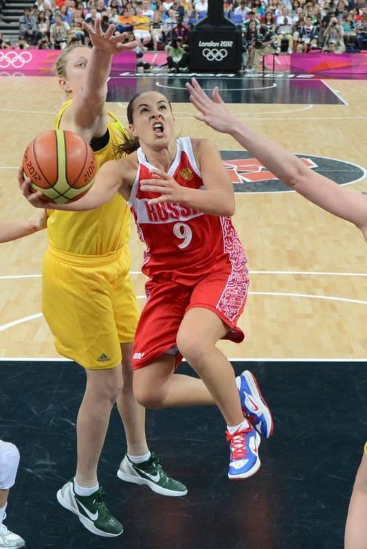 Becky Hammon (nummer 9) op de Olympische Spelen van 2012