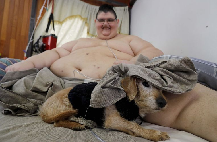 Juan Pedro met zijn hondje 'Barbas'.