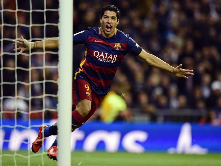 Luis Suarez juicht nadat hij heeft gescoord. Beeld afp