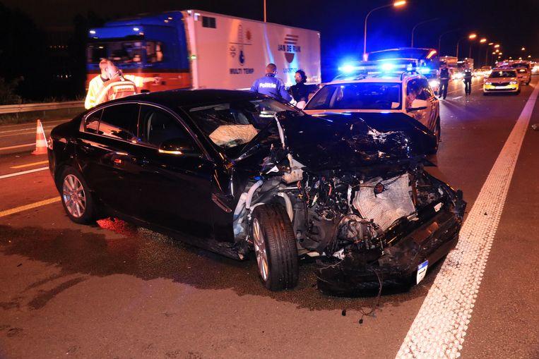 De Jaguar raakte ter hoogte van Kruibeke betrokken bij een zware crash.