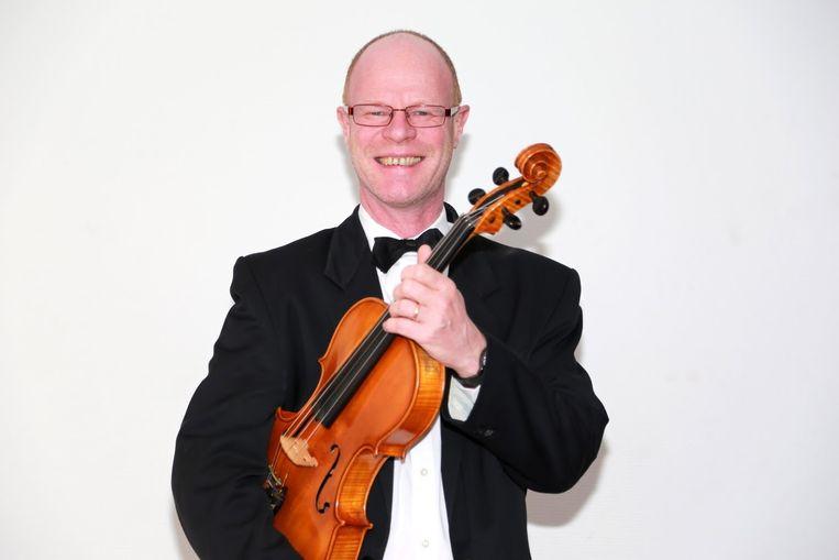Luc Rothheut was al twintig jaar actief bij als professioneel altviolist bij het Zeeuws Orkest.