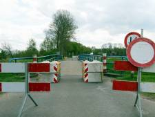 Vervallen en opgeknapte bruggen bij Gramsbergen klaar voor heropening