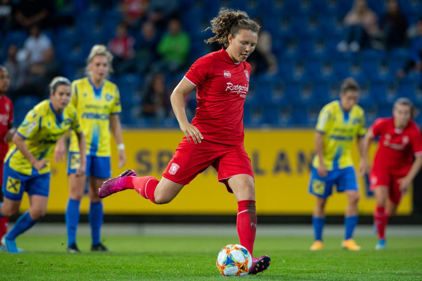 Fenna Kalma van FC Twente scoort 0-3.