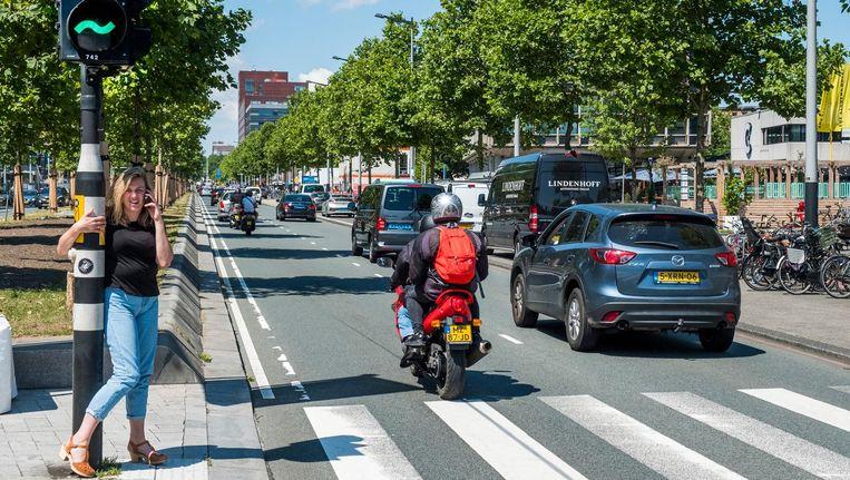 Wethouder Dijksma wil brandstofauto's weren aan de stadspoort. Beeld Hollandse Hoogte / Michiel Wijnbergh Fotografie