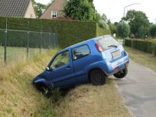 Automobiliste belandt met wagen in de sloot in Kaatsheuvel