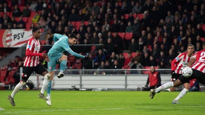 Haris Vuckic van FC Twente dompelt PSV andermaal in rouw: 1-1.