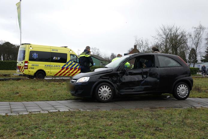 De auto van de automobiliste na het ongeval in Oosterhout.