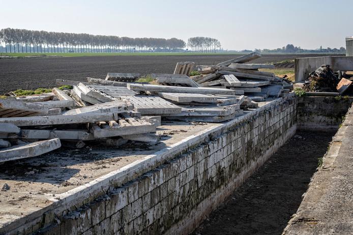 Asbest bij een boerenbedrijf (dit is niet de gecontroleerde locatie in Deurne).