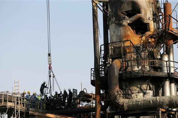 Herstelwerkzaamheden aan de olie-installatie Aramco, in Abqaiq, Saoedi-Arabië