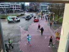 In beeld: de grote schade en opruimwerk na de rellen in Eindhoven