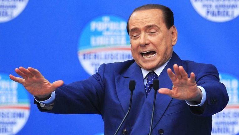 Silvio Berlusconi spreekt aanhangers van zijn partij toe in Brescia, afgelopen zaterdag. Beeld reuters