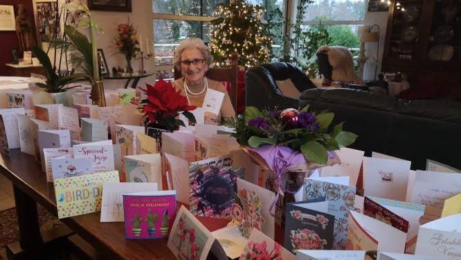 """Maria (93) wordt overstelpt met verjaardagskaartjes na oproep van kleinkinderen: """"Enorme opsteker in deze tijden"""""""