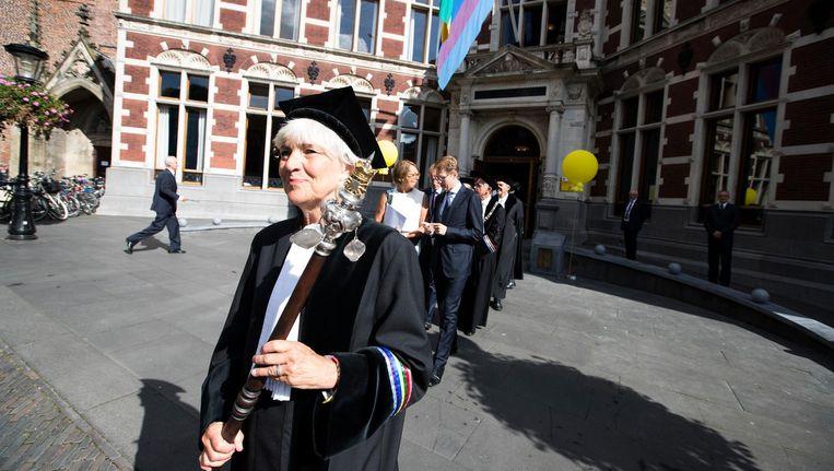 Het cortège, de stoet hoogleraren, op weg naar de Domkerk tijdens de opening van het Academisch Jaar van de Universiteit Utrecht. Beeld anp
