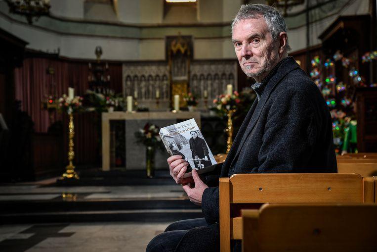 Louis van Dievel stelt zaterdag zijn roman over onderpastoor Verhaeghen voor in de kerk van Sint-Gillis-Dendermonde.