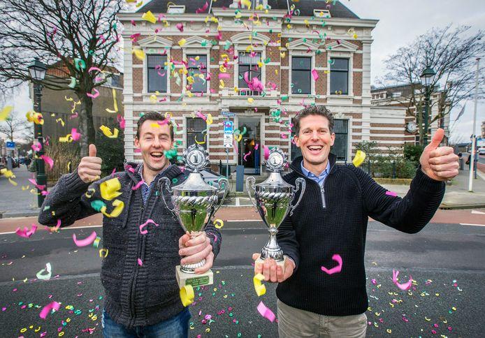 Marcel Demper (links) en Wilfred Romijn voor het kantoor van hun bedrijf Vote Company.