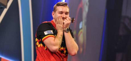 Debutant Van den Bergh stunt en wint World Matchplay