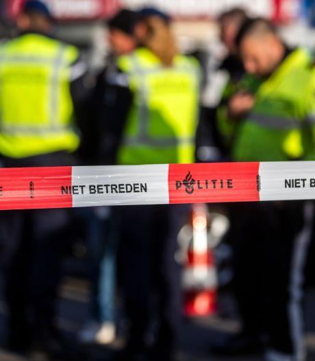 Vuurwapens en drugs gevonden bij huiszoeking witwasonderzoek in Rotterdam
