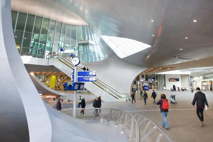 De hal van Station Arnhem Centraal.
