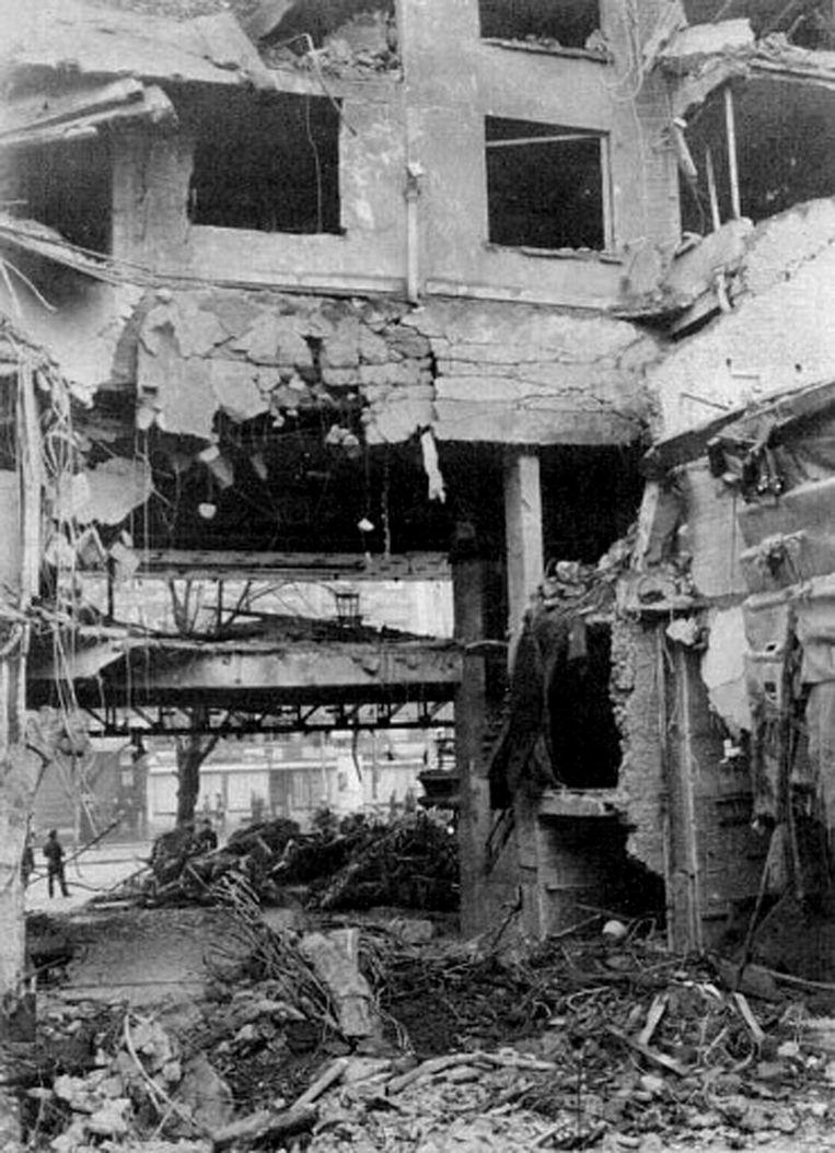 Cinema Rex compleet in puin na het bombardement van 16 december 1944.