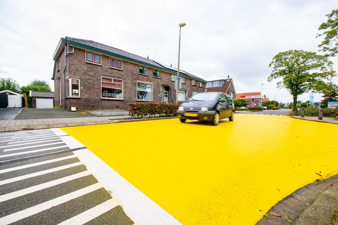 Gele vlakken moeten zorgen dat de Kerkweg veiliger wordt in Ter Aar