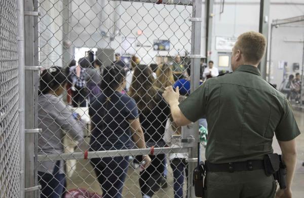Het **harteloze immigratiebeleid** van de VS moet voor Europa een waarschuwing zijn