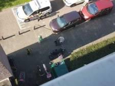 Kinderen net niet geraakt door naar beneden gegooide winkelwagen