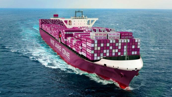 De schepen van ONE hebben een opvallende roze kleur