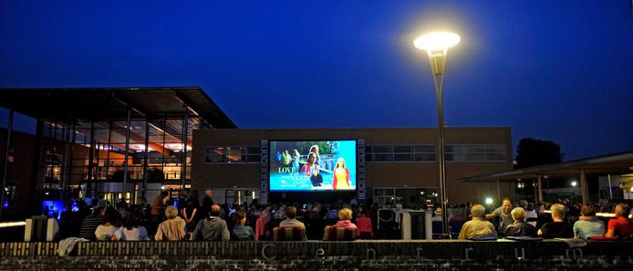 Een eerdere editie van Open Doek bij 't Spectrum in Schijndel, films in de buitenlucht van Filmclub Schijndel.