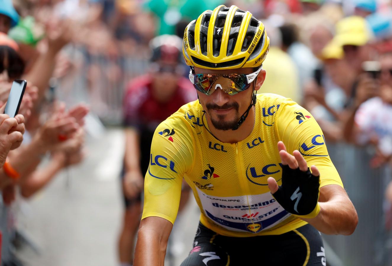 Julian Alaphilippe in de gele trui tijdens de afgelopen Tour de France.