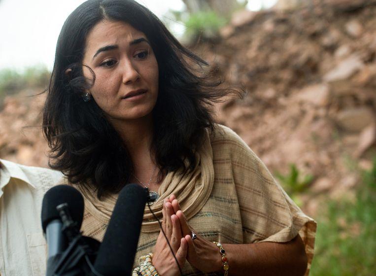 Sitora Yusufy, de ex-vrouw van Omar Mateen tijdens een persconferentie. Beeld ap