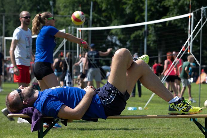 Lekker luieren en volleyballen tijdens het Ledûb Volleybal Festival in Budel.