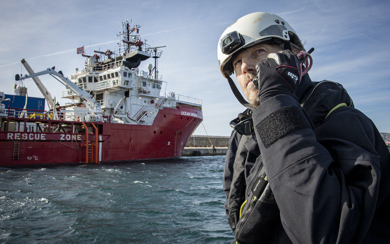 Amsterdammer Erik Koningsberger pikt bootvluchtelingen op.