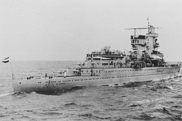 De kruiser Hr. Ms. De Ruyter gezonken in 1942 bij de slag om de Javazee.